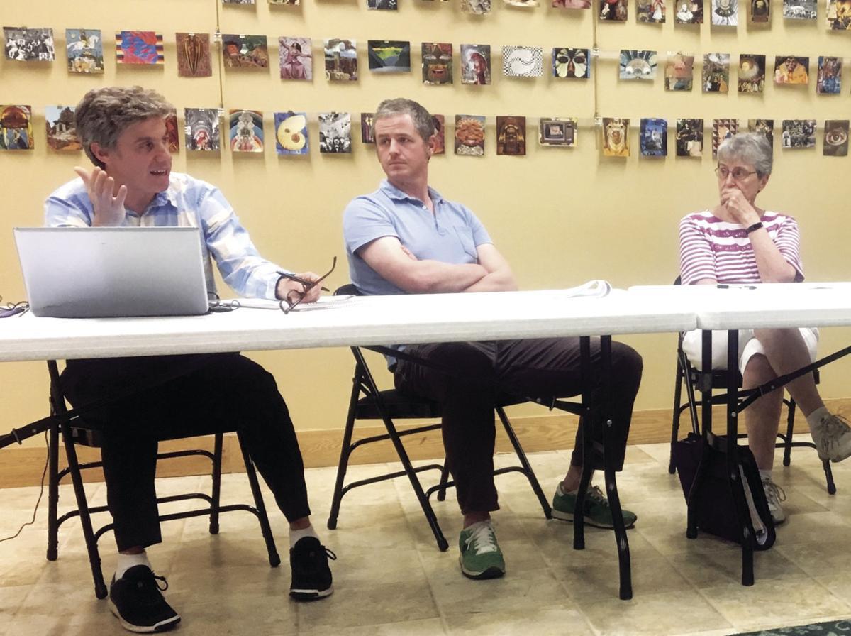 David Smolen speaks to library trustees