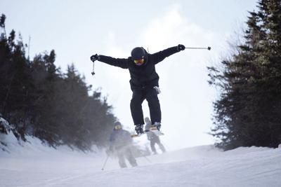 12-26-18 Wildcat ski_get air on polecat