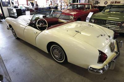 Ypsilanti_Automotive_Heritage_Museum_May_2015_103_(1954_Kaiser_Darrin).jpg