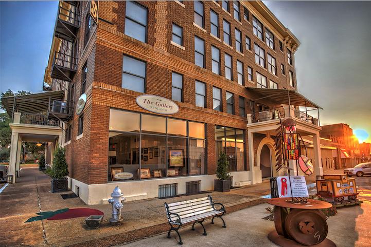 Visit The Redlands Hotel For A Valentine Getaway