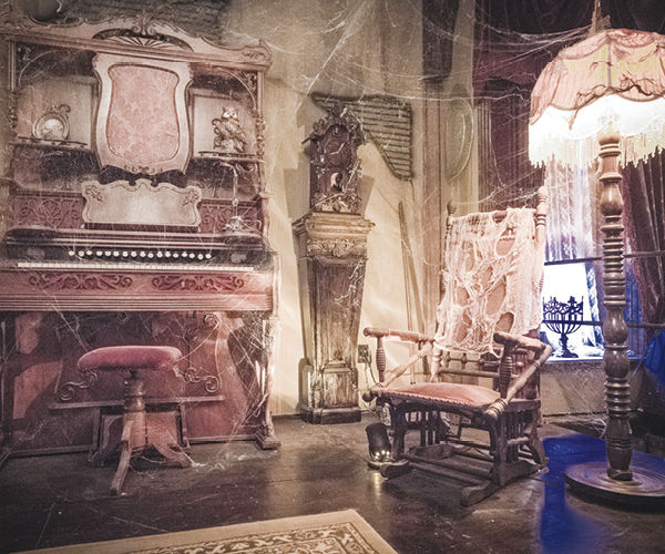 Munster Mansion Recreated in Waxahachie Offers Adventures
