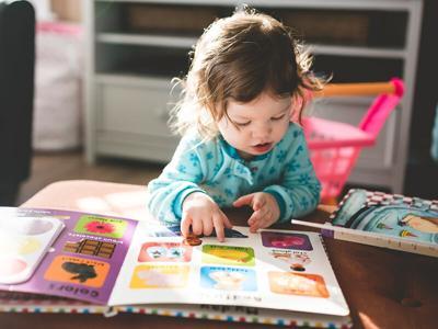 toddler-reading800x600