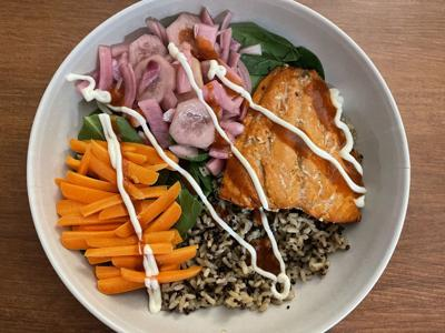 Salmon bowl with vegetables