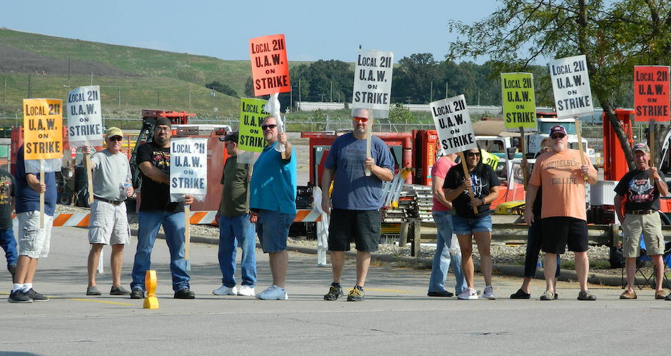 Carousel - Local GM picketers