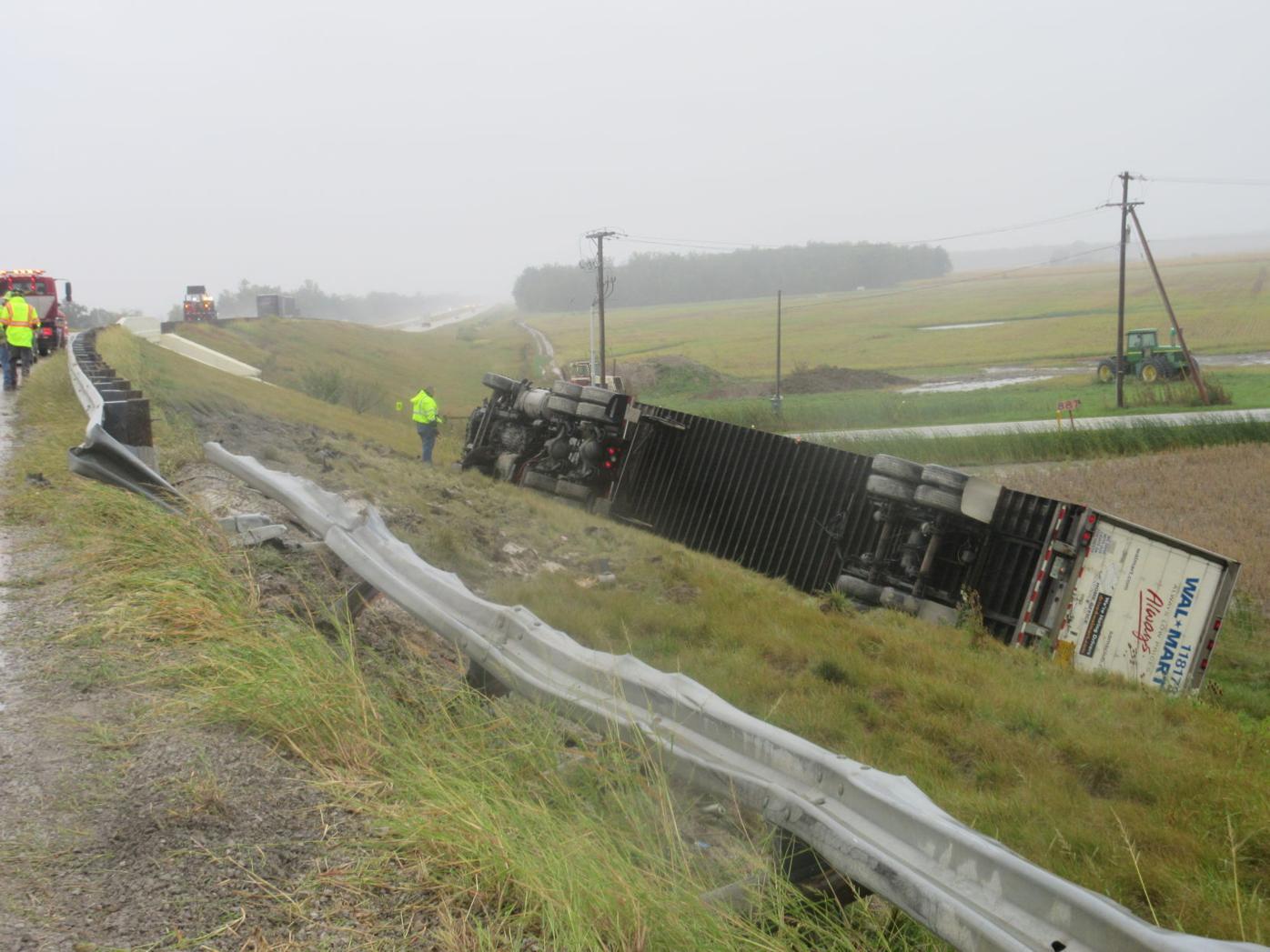 semi crash photo