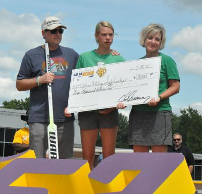 Falling family receives scholarship