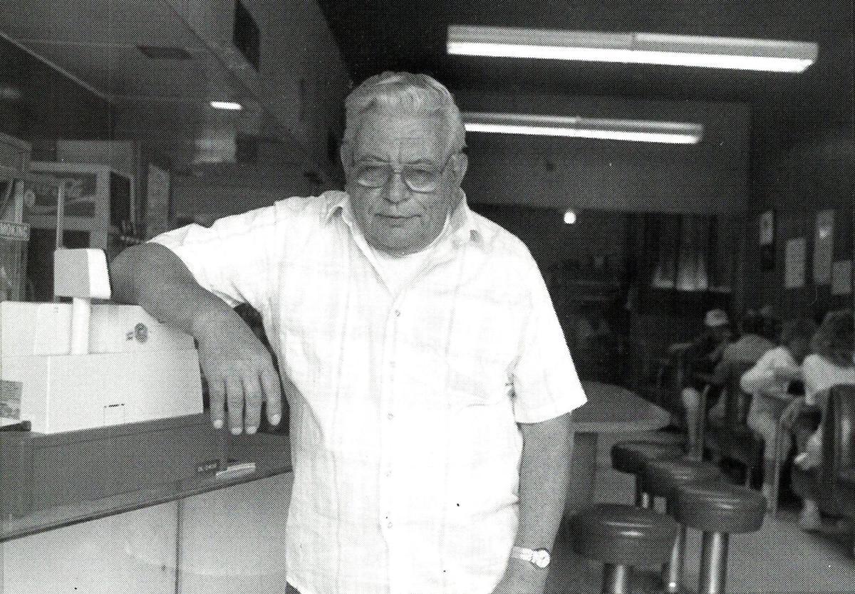 Walter Kelley, Hutch Cafe