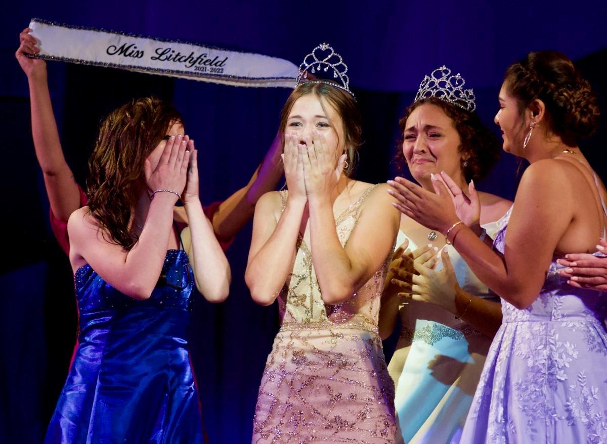 Claudia Toenjes receives her crown