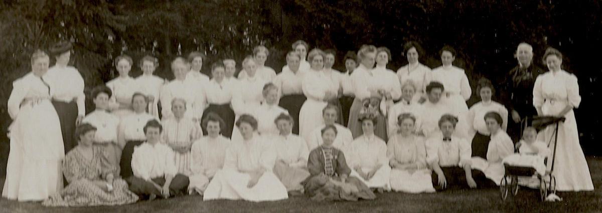 Ladies Aid Society 1908.jpg