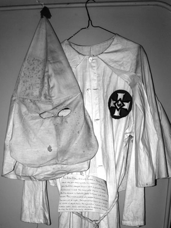 Klan outfit