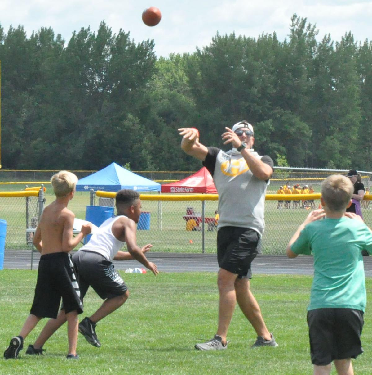 Greenway throws a pass