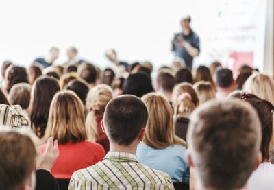Audience,In,Small,Classroom.,Adult,Students,Listen,To,Professor.,Group