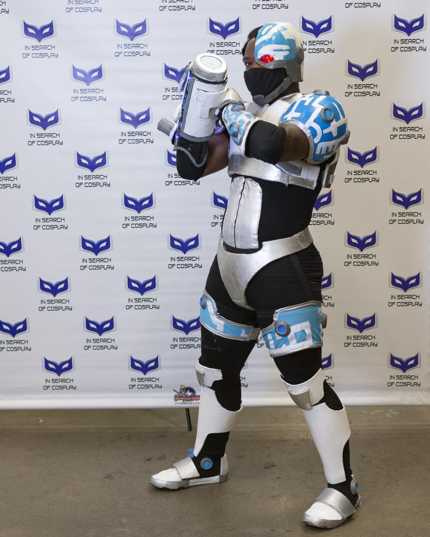 Leroy Davis (OMGLeeroy) Shows Off His Cyborg Cosplay