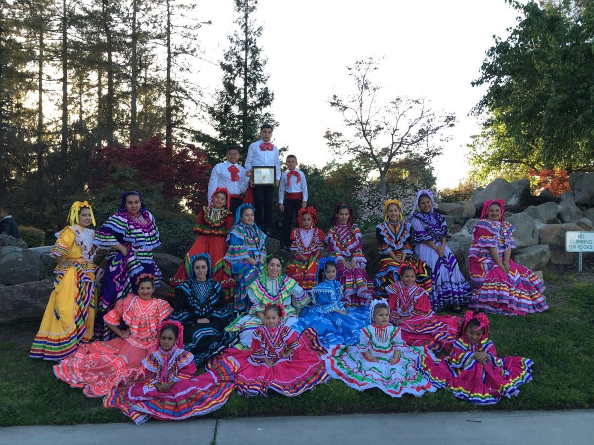 Grupo folklórico Los Falcones
