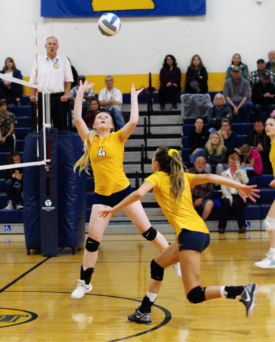Brookings volleyball tops Del Norte High