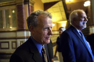 Illinois lawmakers' final day: Budget, marijuana, gambling