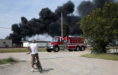 Illinois derailment causes fire, evacuations but no one hurt