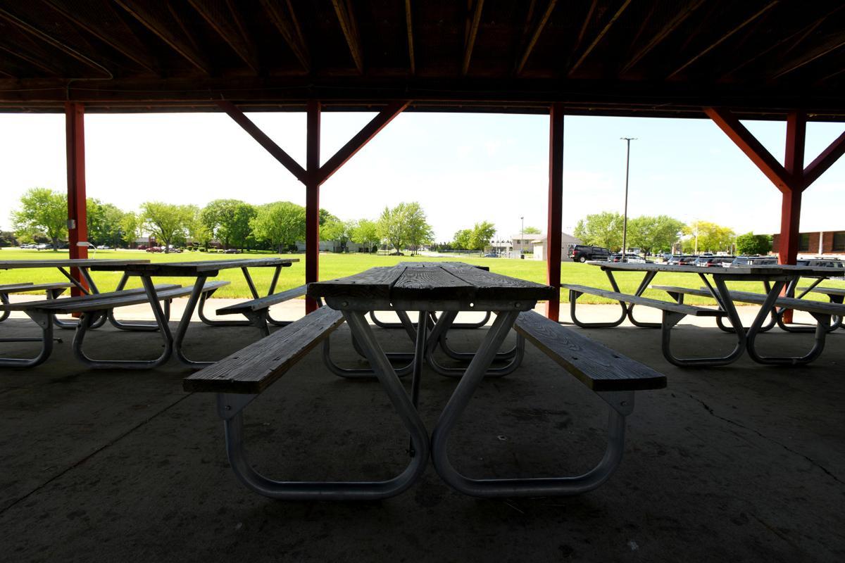 Bourbonnais picnic tables