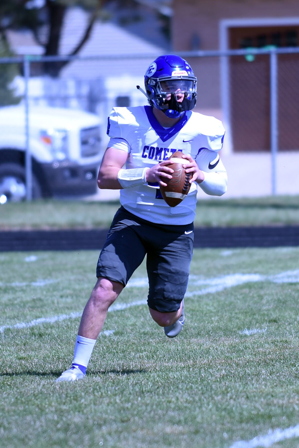 FOOTBALL: Dwight hosts Central