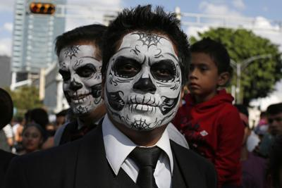 Day Of The Dead Man In White Tuxedo Stock Photo - Download ...
