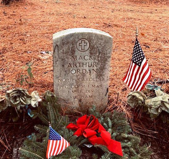 Wreaths Across America Edenton Tea Party NSDAR