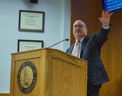 Raftelis speaker at city meeting