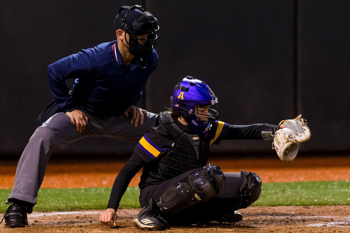 umphlett_abigail_ecu_catcher_softball.jpg