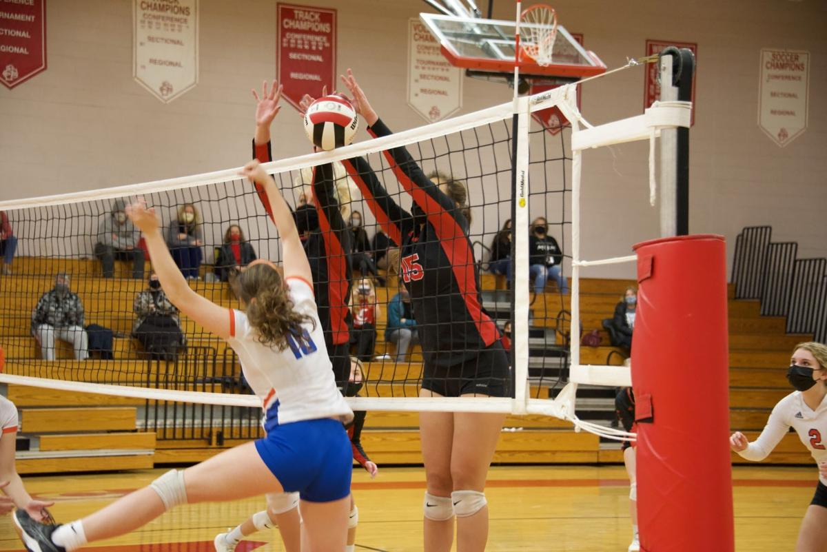 011221_eda_whiteville_currituck_volleyball Pace and Woodson 2
