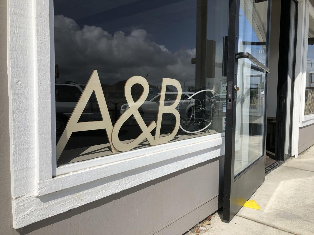 Uber simplistic: A&B Pizza opens in Seaside