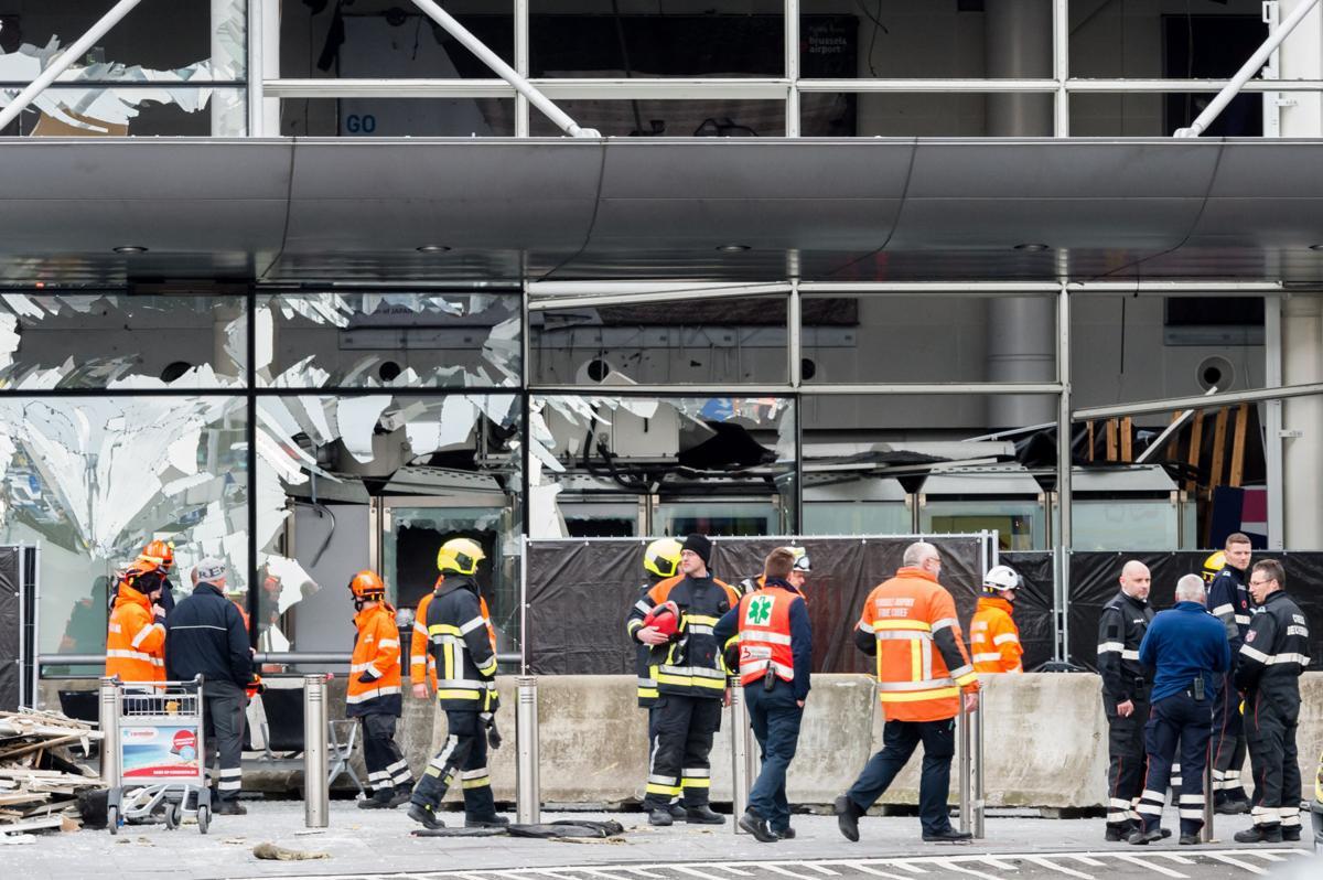 Authorities hunt Brussels bombing suspects