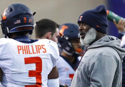Illinois extends Smith's contract 2 years after 4-8 season