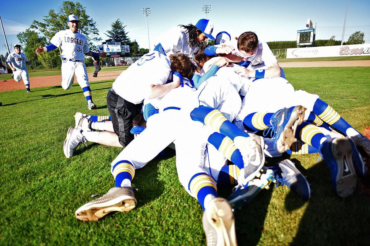 Knappa ends perfect season with state baseball championship