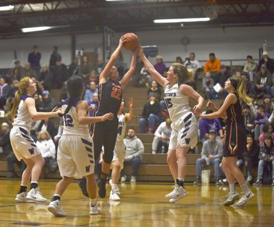 Maria Heyen tries to block a shot