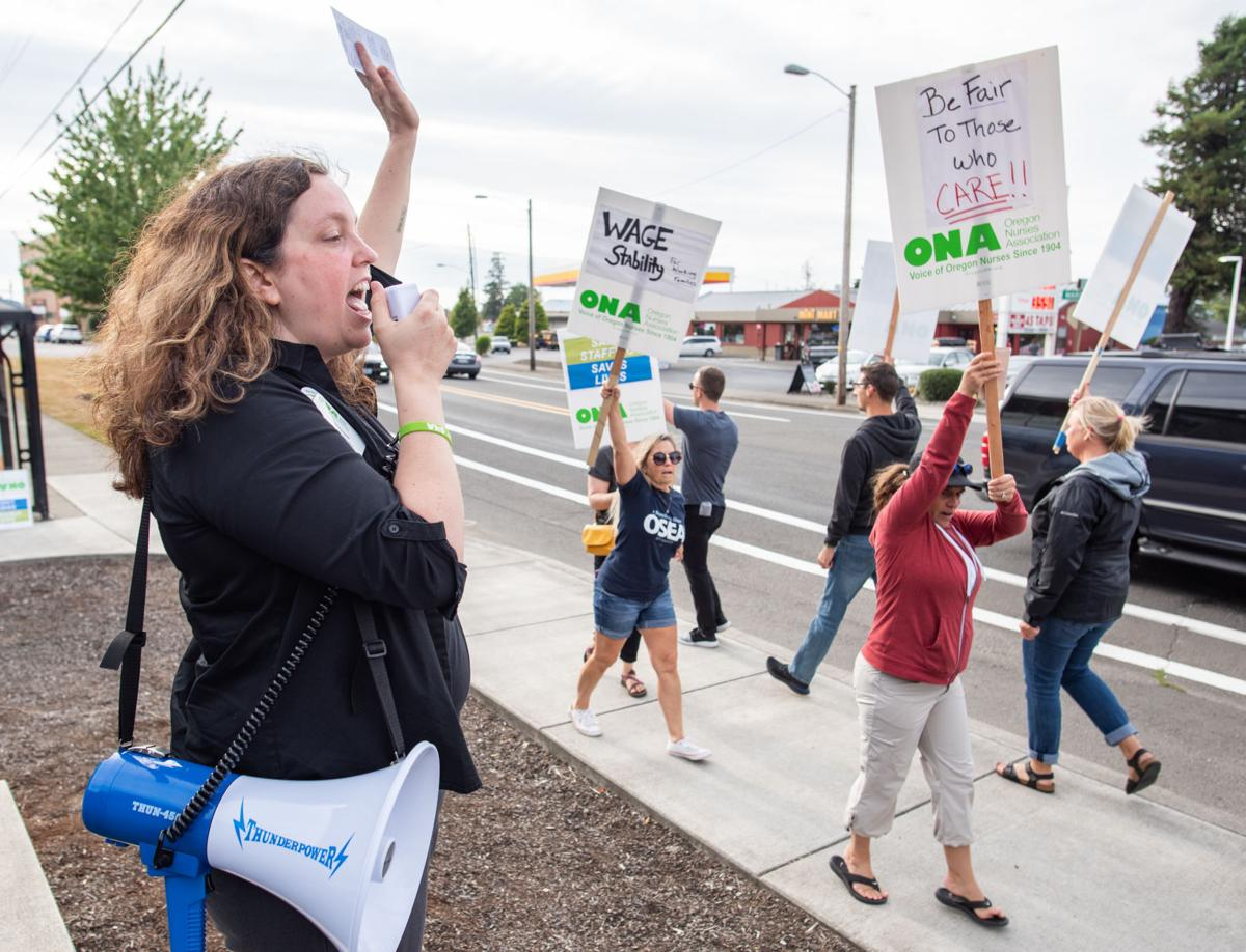 Oregon nurses picket hospital for new contract