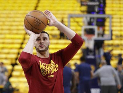 Nance Jr. staying home with Cavs, signs 4-year extension