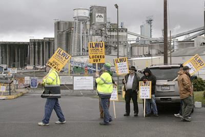 Union contract vote clears away grain export worries