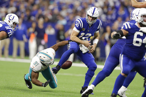 Luck's closing flurry gives Colts 27-24 victory over Miami