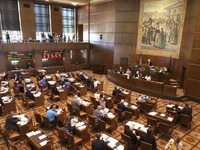 Oregon Legislature reconvenes