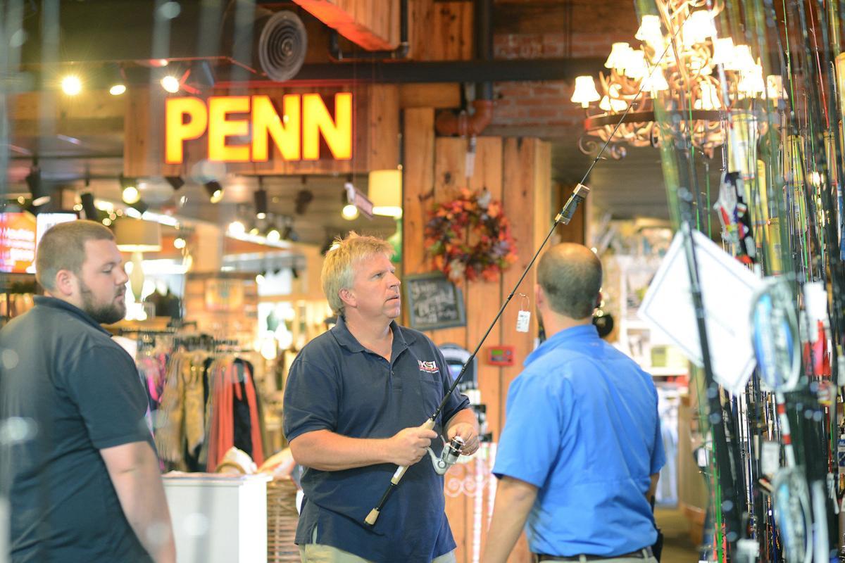 Change in Thanksgiving weekend spending stumps retailers
