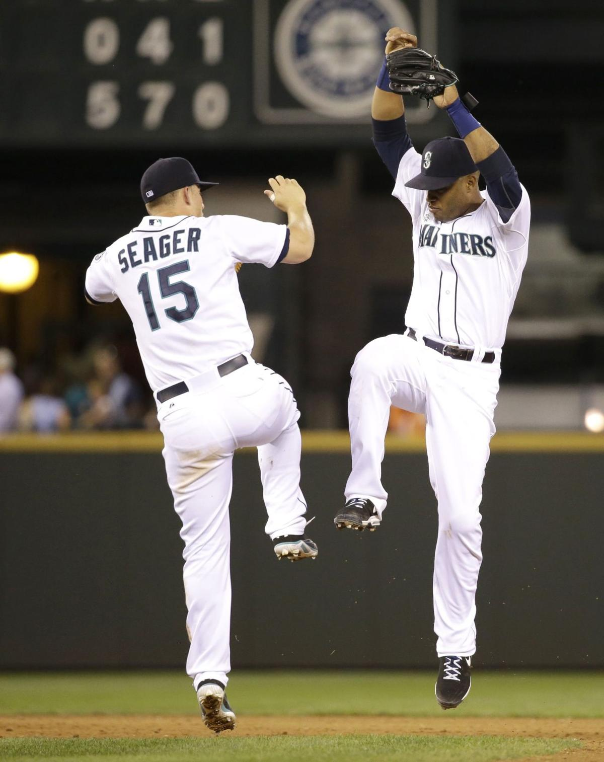 Paxton, Cano are too much for Rangers