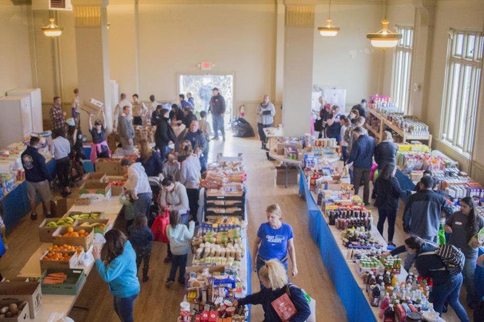 Food pantry for government workers serves more than 1,300