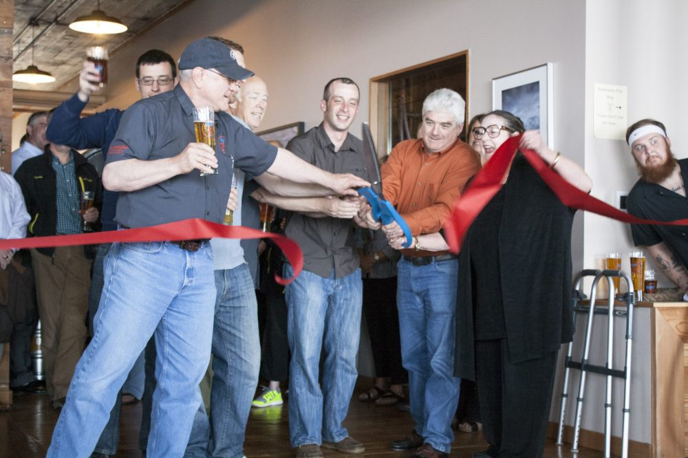 Buoy Beer toasts opening of riverfront restaurant