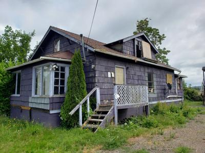 Foreclosed properties sell at auction