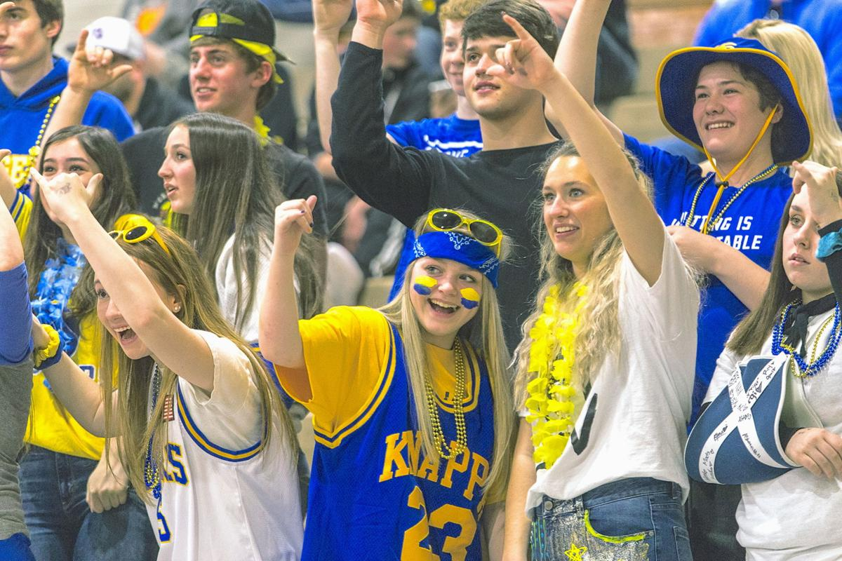 Knappa basketball fans