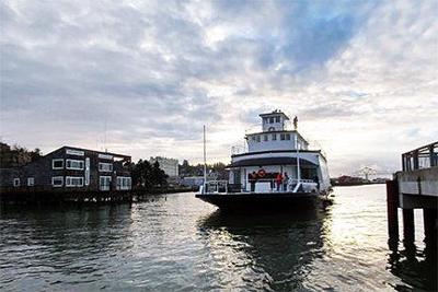 Astoria Ferry makes a move