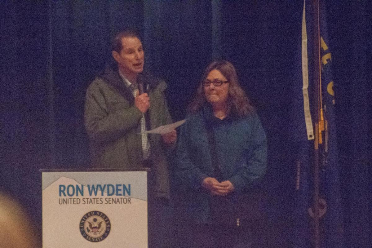 Wyden pushes for coastal issues