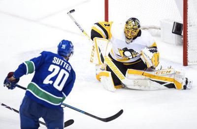 DeSmith blanks Canucks; Penguins finish perfect Canada trip