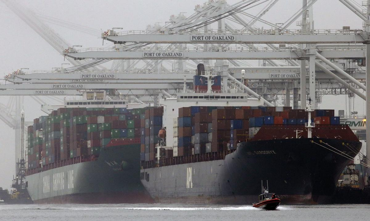 Deal on health care aids port contract talks
