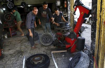 In Gaza, tire shortage hits motorists but not protesters