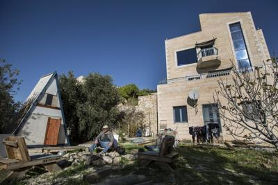 Pro-Con: Is Airbnb wrong to bar Israelis from using its room